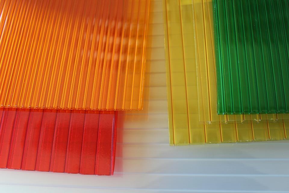 barevná polykarbonát