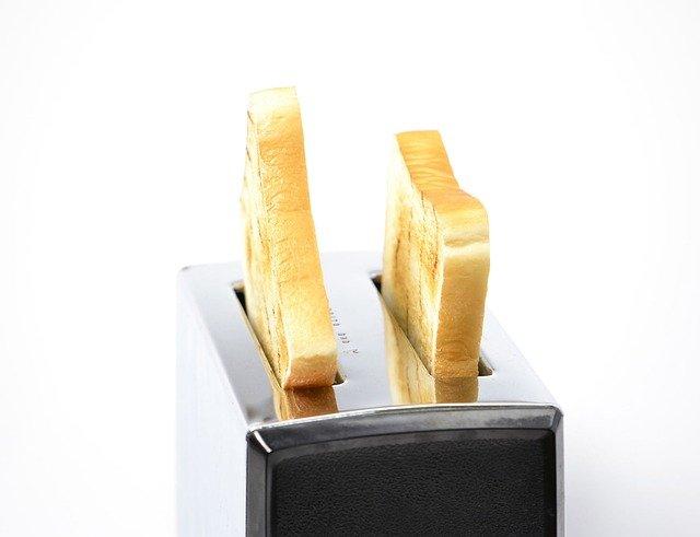 chléb v toustovači