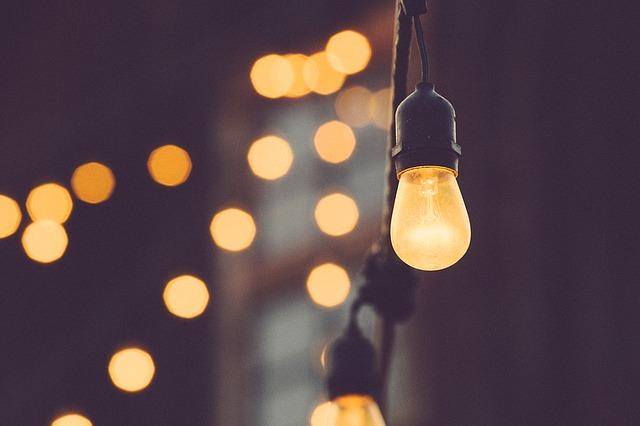 pověšené žárovky.jpg