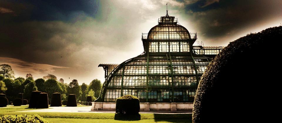 skleník v zahradě